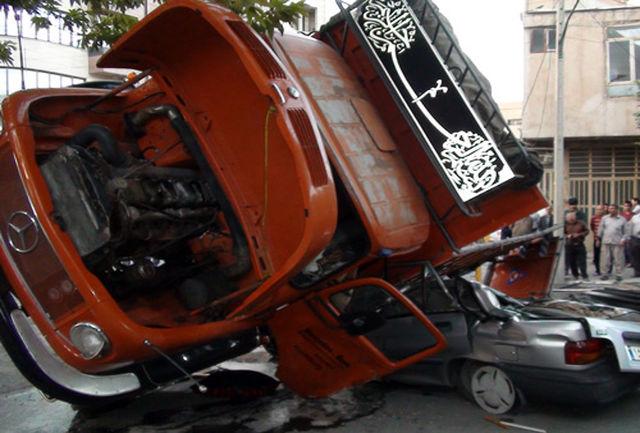 حمل بار اضافی کامیون  جان راننده پراید را گرفت+عکس