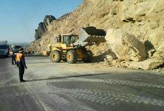 ریزش کوه و انسداد جاده سیرجان – حاجی آباد