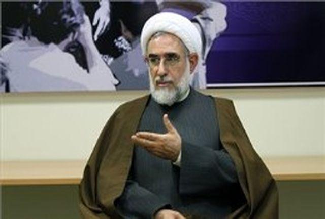 تئوریسین دلواپسان خود را با انقلاب و امام هماهنگ کند