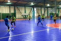 بازی تیم های ملی فوتسال زنان با مردان!