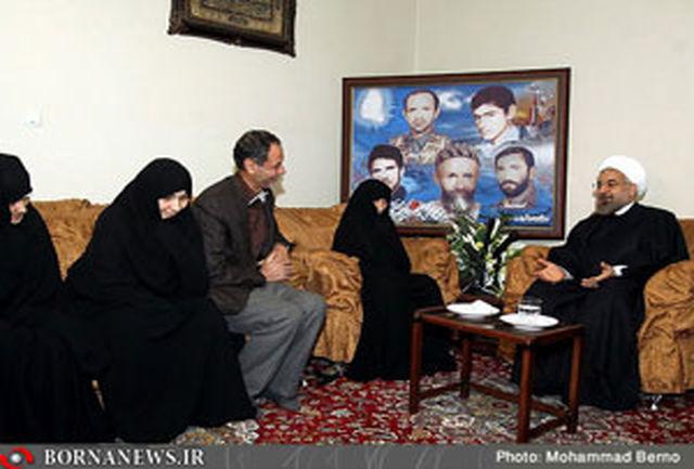 رییس جمهور از خانواده های ایثارگر و شهدای منطقه 16 دیدار کرد
