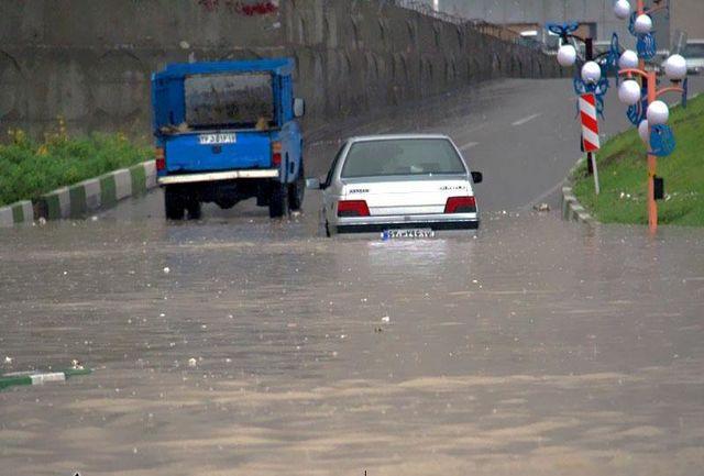 تداوم بارش باران ارومیه را به حالت نیمه تعطیل درآورد