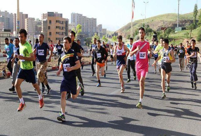 مسابقه بزرگ دو همگانی رهروان شهداء در سنندج برگزار شد