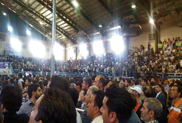 استقبال پرشور مردم کرمان از روحانی/ ببینید