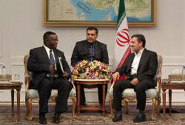 تاکید دکتر احمدینژاد بر گسترش روابط همه جانبه میان ایران و آفریقای مرکزی
