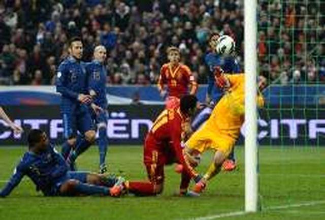 پیروزی اسپانیا، آلمان، هلند، ایتالیا و توقف انگلیس/خروسها صدر را از دست دادند
