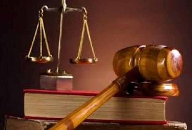 خودکشی عجیب یک قاچاقچی در صحن دادگاه !