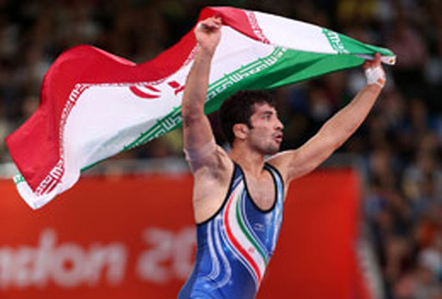 قهرمان المپیک مدال طلایش را به آستان قدس رضوی اهدا کرد