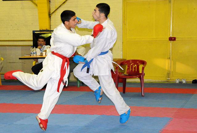 کاراته کاهای دعوت شده به روی تاتامی میروند