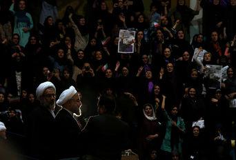 استقبال پرشور جوانان قزوینی از دکتر روحانی