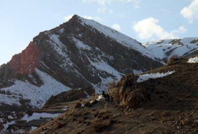 انتقال جسد یک کوهنورد با تلاش سه ساعته امدادگران هلال احمر بروجن