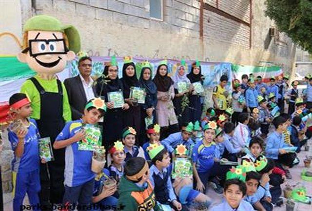 اجرای طرح همیارفضای سبز بمناسبت روز هوای پاک در مدرسه شهید فرخی نژاد
