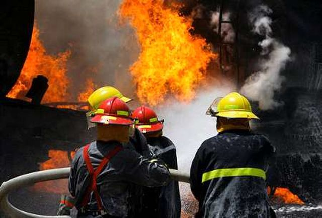 مهار به موقع آتش سوزی منزل مسکونی در خیابان سپه
