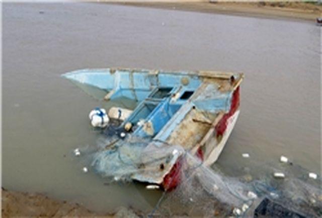 نجات 3 نفر از سرنشینان یک فروند قایق صیادی در آبهای دریای عمان
