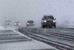 کند شدن تردد در جاده چالوس به دلیل بارش برف