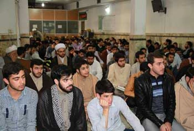 جشن پیروزی انقلاب در حوزه علمیه امام صادق(ع) برگزار شد